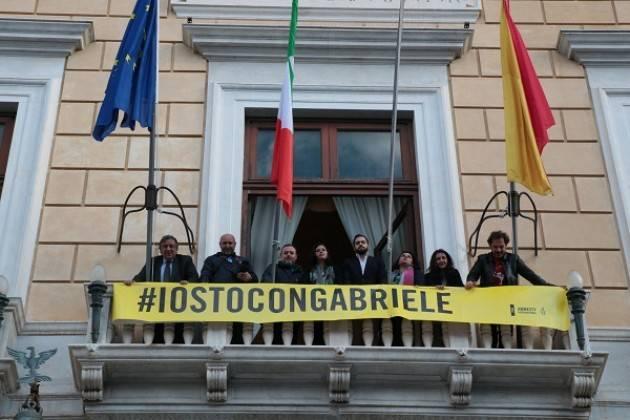 Amnesty  #IOSTOCONGABRIELE Lo striscione sul palazzo delle Aquile di Palermo
