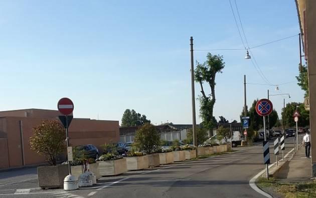 Bene le fioriere nel piazzalino dell'ingresso del Polo della Cremazione. Giorgino Carnevali (Cremona)