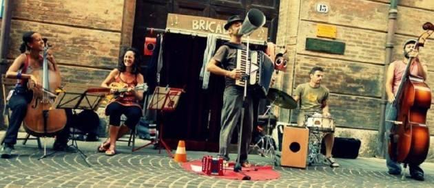 Mercoledi 26 luglio  la Rassegna ESTATE QUA con Bric à Brac live  casa Margherita D'este Brescia