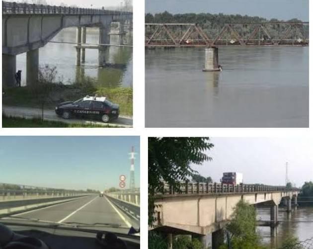 Sul ponte di Casalmaggiore nessun lavoro in corso di Ernesto Biagi (Casalmaggiore)