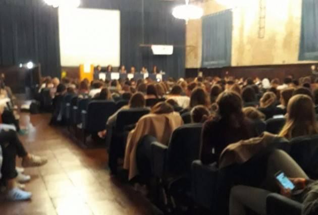 Un successo l'importante incontro con gli studenti organizzato da AIDA Cremona  nella  Giornata della violenza sulle bambine