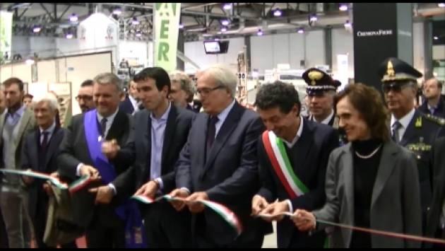 (Video) Il Ministro Maurizio Martina inaugura la 72° edizione delle Fiere Zootecniche internazionali di Cremona