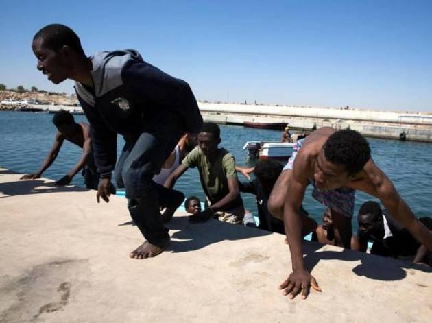 Pianeta migranti. Fondi per la cooperazione con i paesi africani alle motovedette libiche.