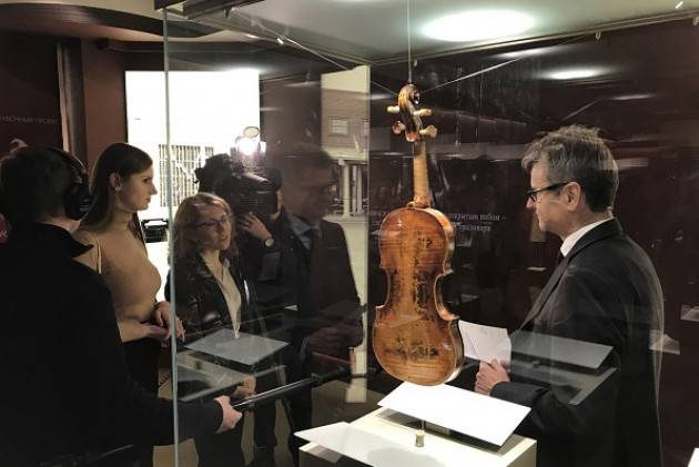 MdV Cremona Il mito di Stradivari affascina Mosca