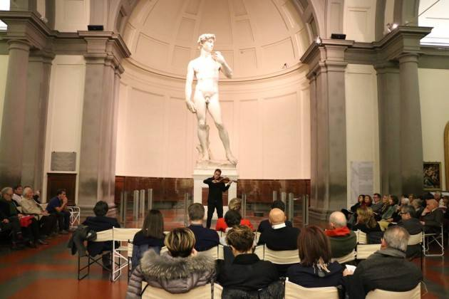 MDV Successo per Cremona a Firenze in occasione di String City . Stradivari davanti al David