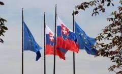Il 48% dei cittadini slovacchi ha fiducia nell'UE, l'80% nella moneta unica