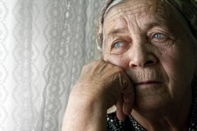 Pianeta Anziani La solitudine, non solo per le feste , è nemica della salute degli anziani