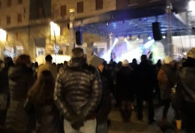 Cremona  ha festeggiato il  Capodanno  2018 al ritmo di rock Tanta gente in piazza
