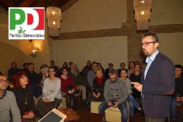 Matteo Piloni (Pd) Si presenta a Crema davanti ad una folla di sostenitori
