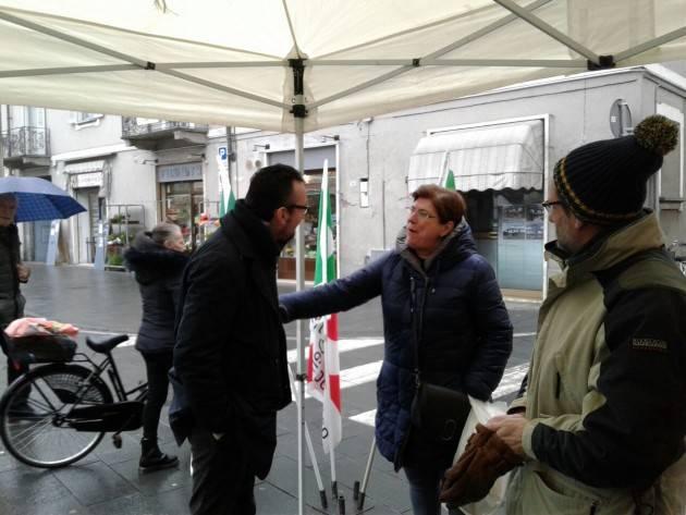 Matteo Piloni (Pd) : Vado nei mercati  per parlare con le persone ed ascoltare i loro problemi  e senza promettere la luna nel pozzo.