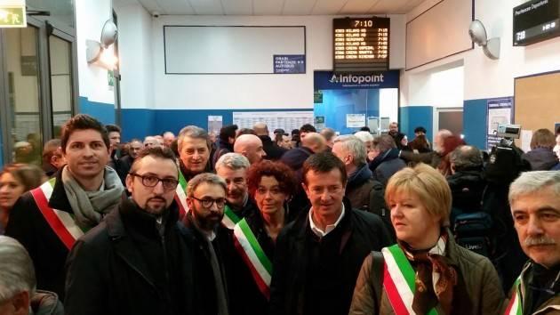 Crema-Treviglio I sindaci del Cremasco in viaggio coi pendolari: per non dimenticare