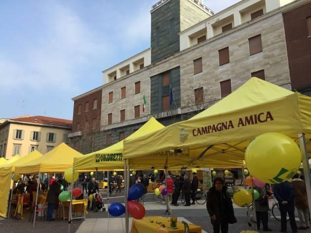 Coldiretti Cremona Campagna Amica in piazza Stradivari, è qui la festa  Tanti cittadini per i sapori e colori del Carnevale