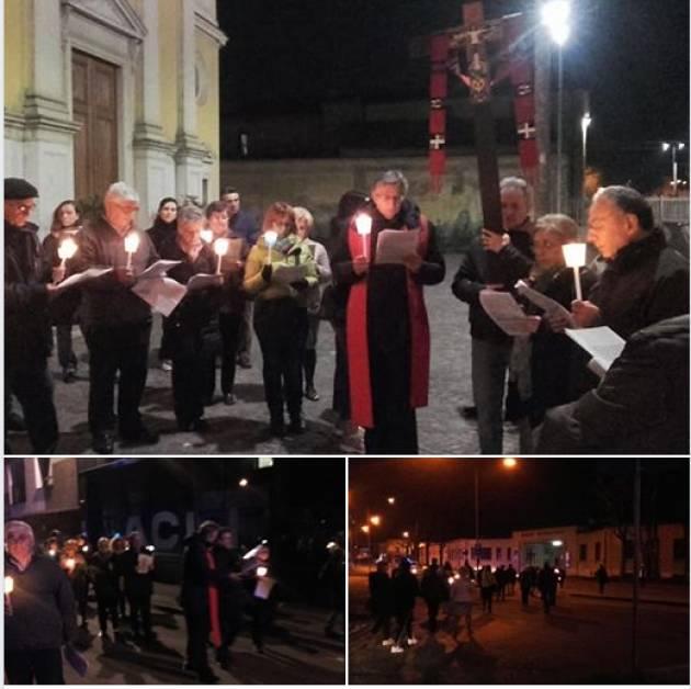 Martedì sera le Acli di Cremona hanno organizzato la via Crucis del lavoratore.