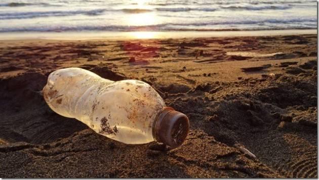 Bastaplastica: Firma la petizione fermiamo la produzione e l'abbandono della plastica usa e getta