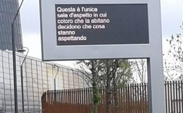 (Video) Riccardo Benassi  presenta la sua opera 'Daily Desiderio  'nel parco di CityLife a Milano 15 aprile 2018