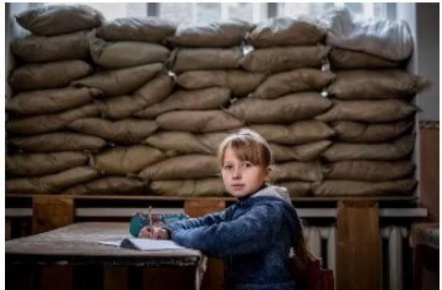 Aise UCRAINA ORIENTALE/ UNICEF: 200.000 RAGAZZE/I  VANNO A SCUOLA TRA COMBATTIMENTI E PERICOLI