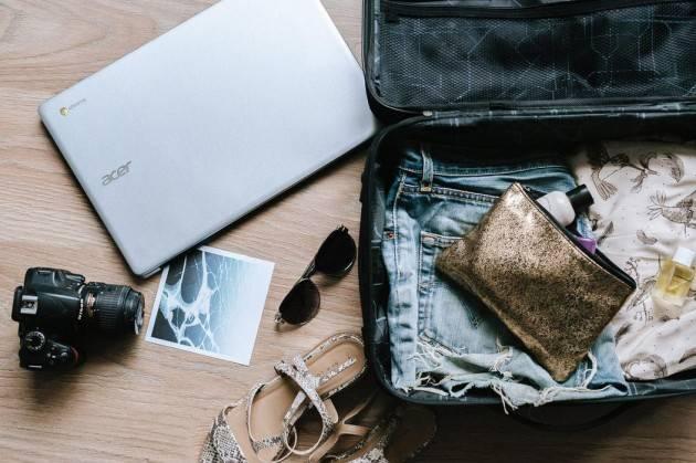 Lavorare viaggiando: è il sogno del 45% degli italiani
