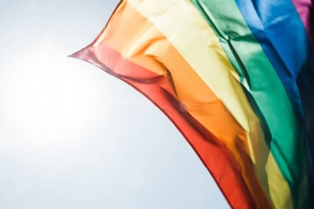 Crema: il 17/05 le famiglie arcobaleno ritratte sul totem del Comune