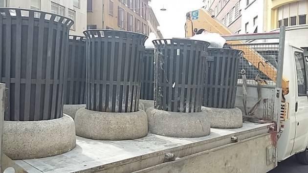 Cremona: maxi operazione di restyling dei cestini porta rifiuti
