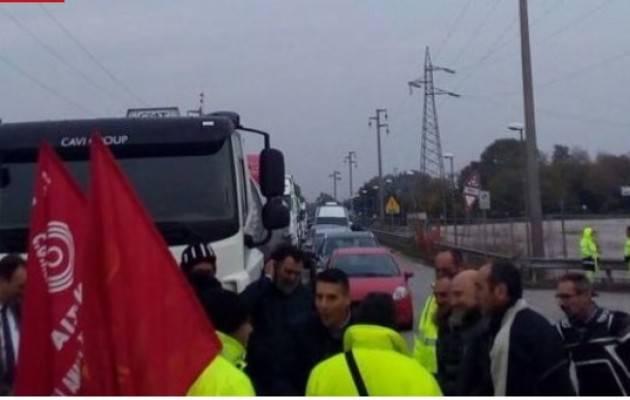 Cgil-Cisl-Uil La protesta Camionisti a Strasburgo contro il taglio delle ore di riposo