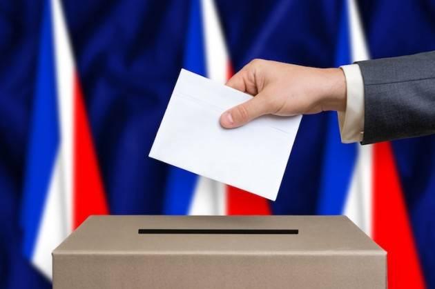 AccaddeOggi  #29maggio 2005 – Gli elettori francesi bocciano il referendum sul Trattato per una Costituzione per l'Europa.