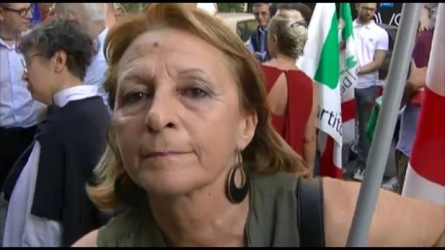(Video)Tanti cittadini al presidio indetto dal PD Cremona a sostegno di Mattarella e della Costituzione il 30 maggio