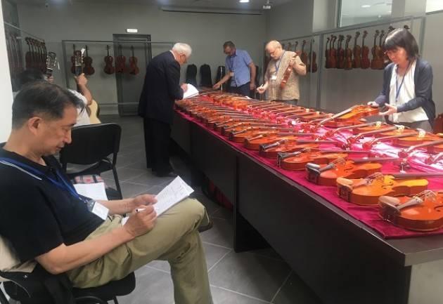Anlai Cremona a Kazanlak  in pieno svolgimento il 9° concorso internazionale di liuteria