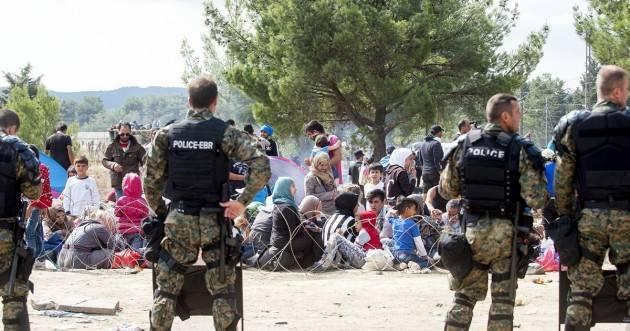 Pianeta Migranti. Matteo Salvini :'Tagliamo 5 miliardi all'accoglienza dei migranti'.