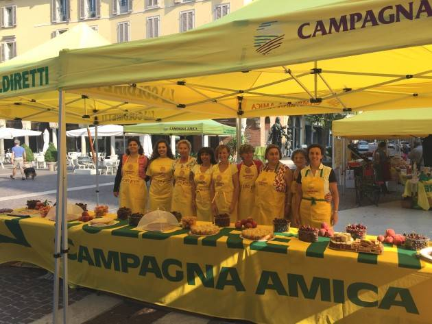 Coldiretti #tintarelladay in piazza Stradivari in piazza Stradivari Cremona Domenica 10/6