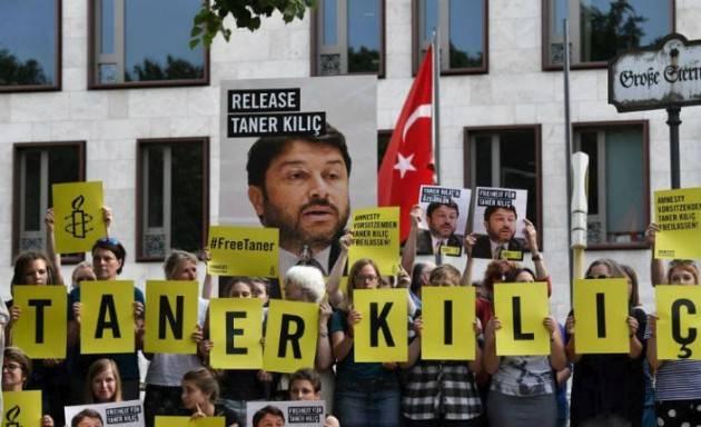 Turchia AMNESTY  CHIEDE L'ARCHIVIAZIONE PER IL SUO PRESIDENTE TURCO