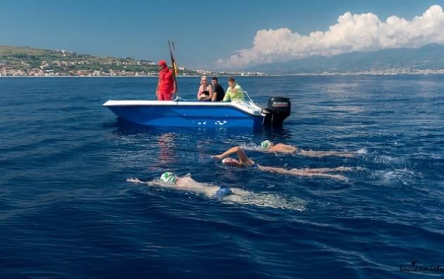 Cristina vince la sua sfida nello Stretto   Traversata a nuoto promossa da AISM