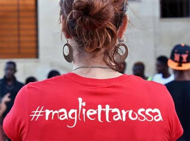 Magliette rosse  ed altro by Benito Fiori (Cremona)