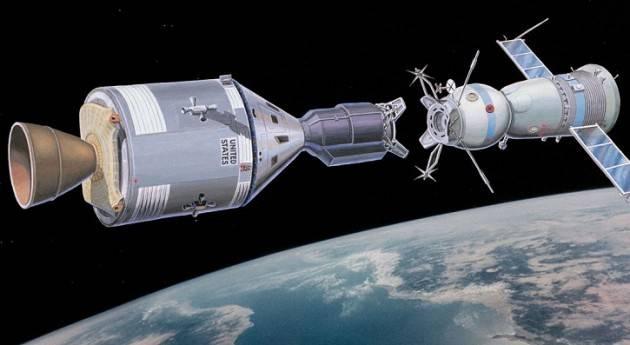 AccaddeOggi  #17luglio 1975 Una navetta Apollo americana e una Sojuz sovietica si agganciano in orbita