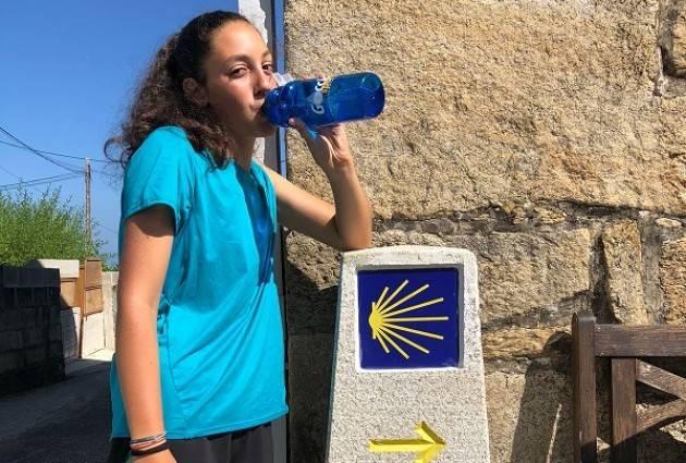 La borraccia ecologica 'Goccia' in cammino per Santiago de Compostela con i pellegrini di Picenengo