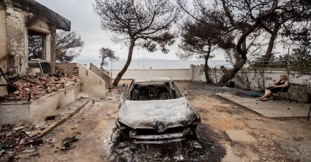 ADUC Grecia in fiamme. La colpa è dell'Europa o dei laser? Le bufale!