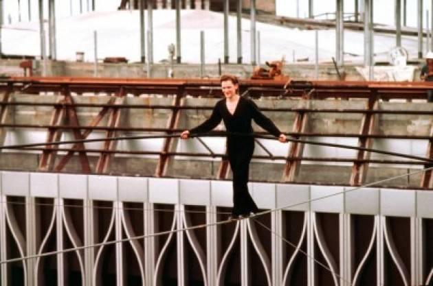 AccaddeOggi   #6agosto 1974 Il funambolo francese Philippe Petit attraversa le Torri Gemelle sotto gli occhi increduli della città di New York.