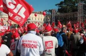 Pensioni: il Governo non le tocchi by Pensionati di Cgil, Cisl e Uil