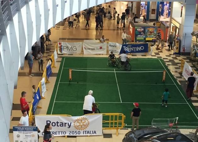 Tennis in carrozzina ESIBIZIONE AL CENTRO COMMERCIALE CREMONA PO
