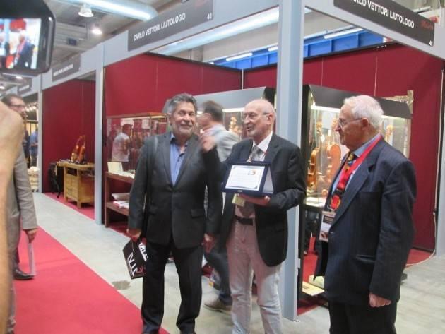 Consegnato il PREMIO ANLAI 2018 al m° Carlos Arcieri uno dei più grandi liutai e restauratori di oggi
