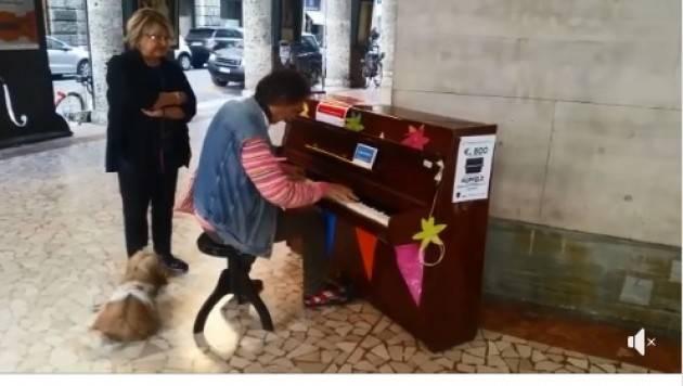 Galimberti e Del Bono canteranno oggi domenica 30 alle ore 16.30 in Largo Boccaccino a Cremona (Video)
