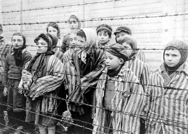 AccaddeOggi   #10ottobre 1944 – Olocausto: 800 bambini rom vengono uccisi sistematicamente nel Campo  di Auschwitz