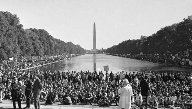 AccaddeOggi   #21ottobre 1967 – Guerra del Vietnam: più di 100.000 dimostranti si radunano a Washington