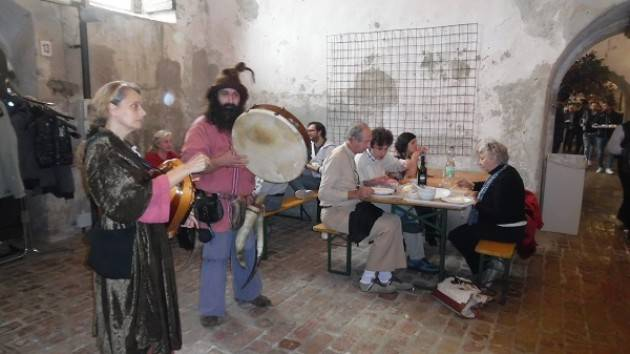 Domenica ( 28 ottobre) dei Fasulin con il tutto esaurito in riva all'Adda e tra le mura di Pizzighettone