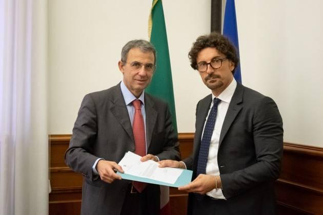 Toninelli (M5S):  consegna al  Ministro Costa dossier ambientale Tamoil