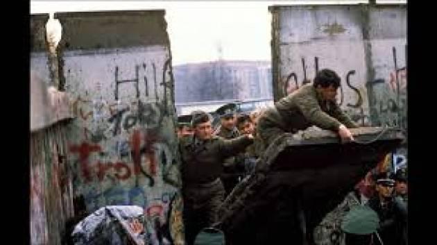 AccaddeOggi   #9novembre   Germania :1918 , nasce Repubblica di weimar ;1938,notte dei cristalli; 1989, cade Muro di Berlino
