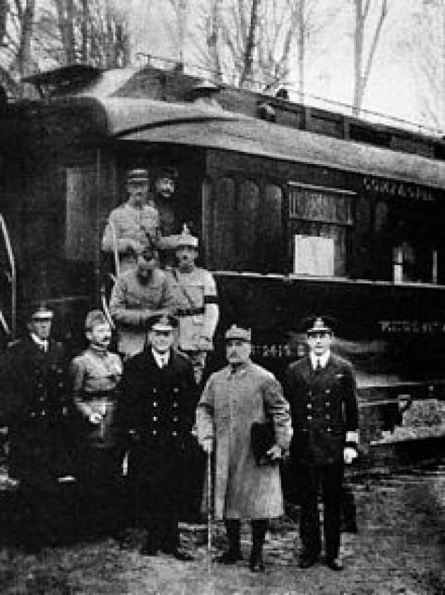 AccaddeOggi  #11novembre 1918 Germania e Francia firmano armistizio. Fine della 1° guerra mondiale