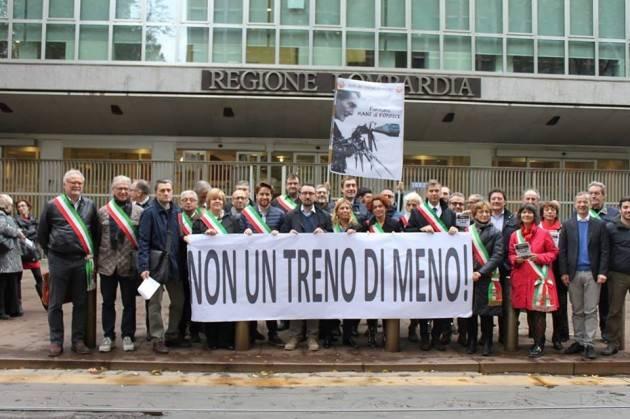 NON UN TRENO DI MENO Manifestazione oggi 13 novembre davanti al Pirellone dei sindaci delle linee trenord
