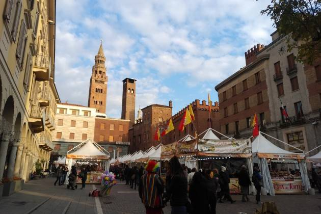 (Video) Continua con successo la  Festa del Torrone Cremona 2018 inaugurata da Gianluca Galimberti