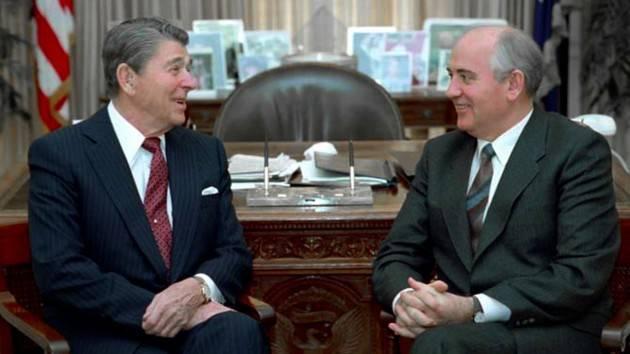 AccaddeOggi   #19novembre 1985 Guerra Fredda: a Ginevra si incontrano per la prima volta Reagan e Gorbačëv