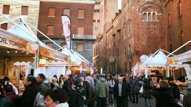 Festa del Torrone di Cremona: tutto pronto per l'ultimo scoppiettante weekend